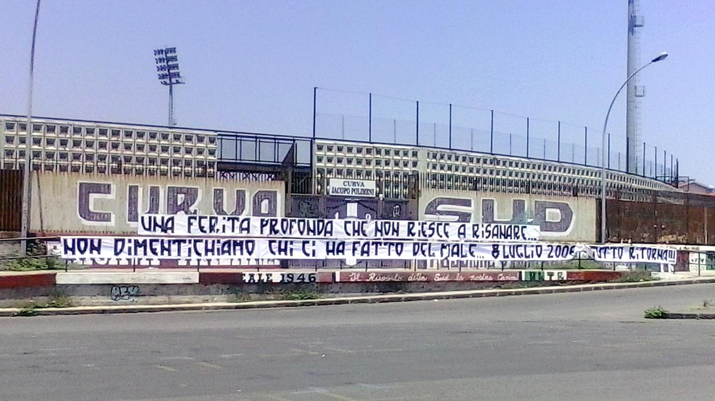 acireale-calcio-tifosi-striscione