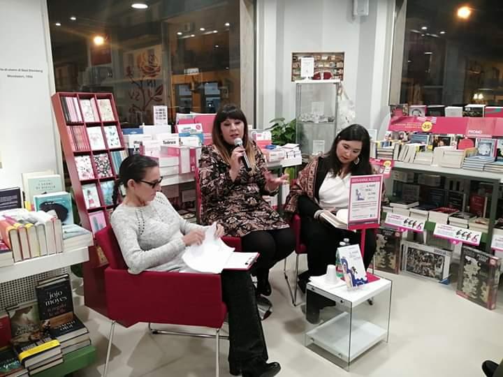 """Presentato ieri sera presso la libreria Mondadori Bookstore di Acireale, il libro di Giovanna Alecci """"Il mare degli ultimi"""" - FANCITYACIREALE"""